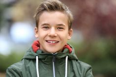 The Best Haircuts For Teen Boys + Young Men Update) – Tween Boy Hairstyles Tween Boy Haircuts, Cute Short Haircuts, Cool Haircuts, Curly Hair Femme, Teen Boys, Boy Hairstyles, Cute Shorts, Young Man, Kids And Parenting