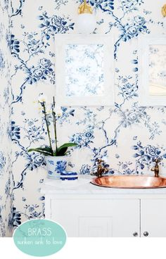 Blue and white wall paper in the bathroom!