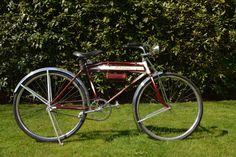 Schwinn American Flyer - 1936 Authentieke en geheel originele Oldtimer Fiets - Originele lak - Nooit gebruikt - Alle onderdelen, zelfs de banden, zijn origineel  Authentieke Schwinn American Flyer. Bouwjaar 1936.  In perfecte staat, nooit gebruikt.   Alle onderdelen, zelfs de banden, zijn origineel.  Ook de lak is origineel.