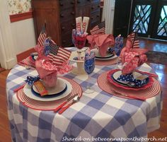 Between Naps on the Porch | 4th of July Table Setting: Beautiful and Budget Friendly | http://betweennapsontheporch.net