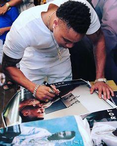 """Photo by @1eyeshutvisuals @rotimimusic #Jeepmusic #vol1 #meettheartist #meetandgreet @juicesforlifebk #actor #singer #performer #theunit #gunit #power #starz #celeberity #picoftheday #photooftheday #itunes #download #thisis50 #brooklyn #news #hiphop #music #autograph #signature #gunitmarketing #mjeboyz #socialmedia #networking #advertisement #graphicdesigner #thoroplatedpromotions"" by @thoroplated_promotions. #entrepreneurship #tech #facebook #seo #startup #advertising #business…"