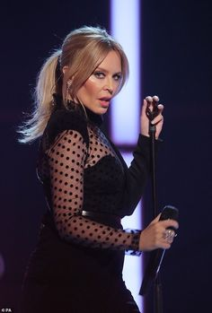 Kylie Minogue puts on a showstopping performance during her appearance on The Graham Norton Show Kylie Minogue Wow, Kyle Minogue, Melbourne, Star Wars, Victoria, Famous Girls, Sexy Older Women, Christina Hendricks, Female Singers