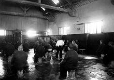 Maison centrale de Clairvaux, salle de discipline (collection Henri Manuel, musée national des Prisons, ministère de la Justice) via http://prisonenquestion.blogspot.fr/2012/01/il-y-80-ans-la-prison-abbaye-de.html