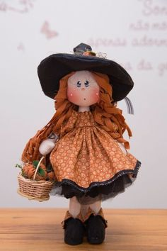 Mini Dolls Bruxinha (kit completo) Halloween Patterns, Halloween Art, Halloween Decorations, Primitive Doll Patterns, Adornos Halloween, Effanbee Dolls, Waldorf Dolls, Fabric Dolls, Handmade Toys