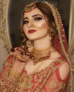 Pakistani Bridal Makeup, Pakistani Wedding Outfits, Indian Bridal Outfits, Indian Bridal Fashion, Wedding Dresses, Indian Wedding Makeup, Pakistani Jewelry, Pakistani Dresses, Beautiful Bridal Makeup