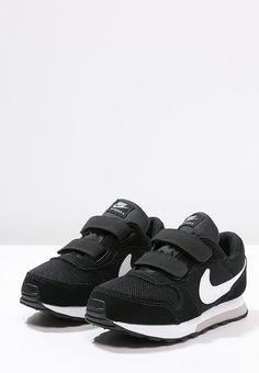 Dieses Label begeistert auch seine jüngsten Fans. Nike Sportswear MD RUNNER 2  - Sneaker low - black/white/wolf grey für 34,95 € (19.02.17) versandkostenfrei bei Zalando bestellen.