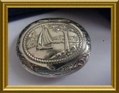 Old silver box. www.dejavu.marktplaza.nl