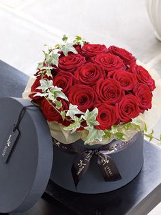 Collection - Christmas Flowers · Luxury Grand Prix Rose Hatbox