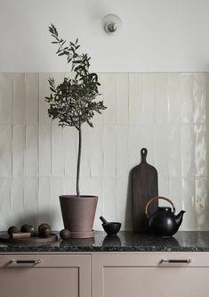 Kitchen Tile, Home Decor Kitchen, Interior Design Kitchen, Home Kitchens, Kitchen Stories, Scandinavian Kitchen, Cuisines Design, Decoration, Art Deco