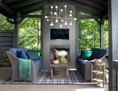 "<p>The fireplace in this <a href=""http://www.countryliving.com/homes/house-tours/brian-patrick-flynn... - Sarah Dorio"