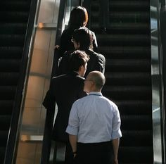 If you are travelling in London don't stand on the left side of an escalator, unless you're prepared for the wrath of stressed out commuters. #London #traveltips