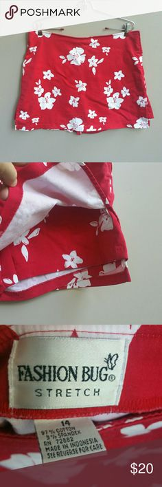"Red & White Floral Shorts/Skirt Gorgeous red & white floral sportswear shorts/skirt for the active gal! 97% cotton/3% spandex.  Fashion Bug, size 14, 17.5"" across waist, 12.5"" rise, 4.75"" inseam, 16"" side length. Fashion Bug Shorts Skorts"