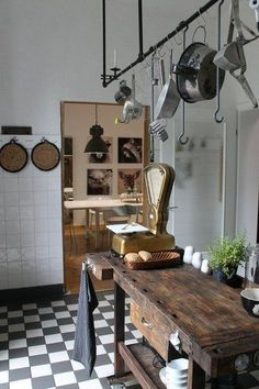 43 Cozy Rustic Home Decor Ideas - Home decorating can be very fun but yet challenging at times; whether it be with western decorations or rustic home decor. Western home decor is decor. Rustic Kitchen Design, Farmhouse Style Kitchen, Interior Design Kitchen, Country Kitchen, Farmhouse Ideas, Rustic Farmhouse, Interior Ideas, Rustic Furniture, Furniture Design