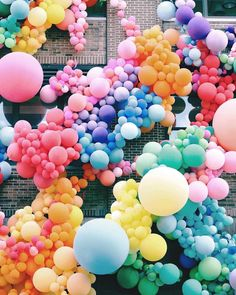 a rainbow of balloons! a rainbow of balloons! Rainbow Balloons, Colourful Balloons, Happy Balloons, Balloon Garland, Balloon Decorations, Balloon Display, Balloon Wall, Balloon Installation, Rainbow Aesthetic