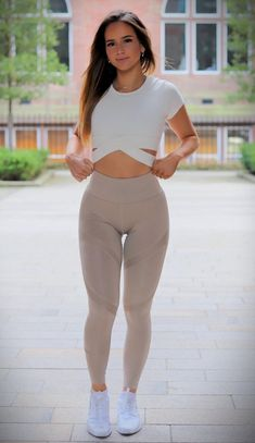 Fashion Blogger Style, Fashion Trends, Trending Fashion, Sport Pants, Leggings Fashion, Sexy Body, Fitness Models, Stylish, Womens Fashion