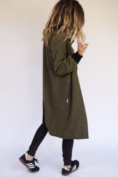 Loving this long cover-up with cuffs to match the skinnies. Looks great with the sneakers and a glimpse of bare ankles | http://modeandmaison.wordpress.com