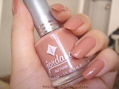 We all want beautiful but trendy nails, right? At the same time we want something different and worldly. Here's a look at some beautiful nude nail art. Natural Color Nails, Long Natural Nails, Subtle Nails, Nail Polish Dupes, Nail Polish Colors, Jordana Lipstick, Bunny Nails, Rose Nails, Trendy Nails