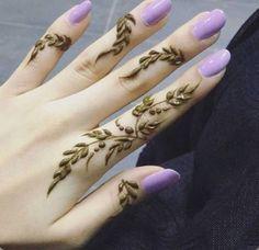 Best Mehndi Designs for Fingers – Henna Finger Ideas - Simple Henna - Henna Designs Hand Henna Tattoo Designs Simple, Floral Henna Designs, Finger Henna Designs, Beginner Henna Designs, Mehndi Design Photos, Unique Mehndi Designs, Mehndi Designs For Fingers, Arabic Henna Designs, Dulhan Mehndi Designs