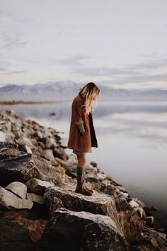 Image via We Heart It https://weheartit.com/entry/150251364/via/1033040 #blonde #boots #fashion #girl #minimal #nature #photography #style