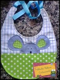 Resultado de imagen para babadores em patchwork Handgemachtes Baby, Bitty Baby, Baby Toys, Baby Sewing Projects, Sewing For Kids, Baby Bib Tutorial, Baby Bibs Patterns, Toddler Bibs, Bib Pattern