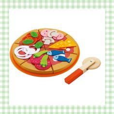 Schattige houten pizza om mee te spelen. Met stoffen beleg. http://dekinderkookshop.nl/product/pizzaset/