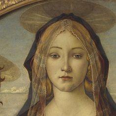Sandro Botticelli Vierge à l'enfant avec Saint Jean Baptiste et l'ange 1490  #botticelli est le maître de la beauté féminine. Il crée des images si puissantes et si atemporelles que l'on peut véritablement tomber amoureux d'elles. Il utilise encore la technique ancienne de la tempera (peinture à l'œuf) qui fait que l'image n'est pas aussi précise qu'un portrait flamand. Mais qu'importe il rehausse ses figures par des contours noirs plus ou moins fins ce qui lui permet d'attirer notre œil…