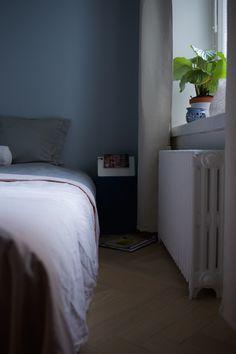 Tikkurila K498 Valkama. Virtasen maalit. Makuuhuoneen maalaaminen, rauhoittava väri makuuhuoneeseen.