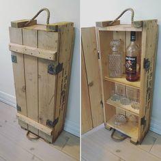 Old amunition box turned into a shelve #ammunitionskasse #kasse #trækasse #militærkasse #kasser #loppefund #trækasser #kiste #trækiste #skab #militær #rustik #rustikt #interiørdesign #interiør #tilsalg #salg #antiquis #industry #industrielt #alkohol #barskab #dyi #upcycled #upcycle #bar #barskab #køkkenskab #toiletskab