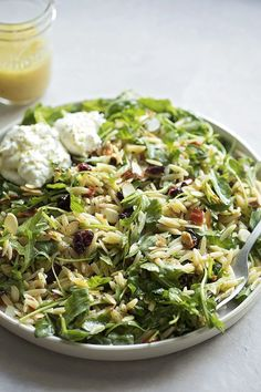Orzo Arugula Salad with Lemon Basil Vinaigrette – Life Made Simple A zesty, peppery orzo arugula salad topped with sweet and tangy cranberries, sun-dried red peppers and a homemade lemon basil vinaigrette. Full recipe on: lifemadesimplebak… Vegetarian Recipes, Cooking Recipes, Healthy Recipes, Lemon Basil Vinaigrette, Lemon Orzo Salad, Burrata Salad, Asparagus Salad, Quinoa Salad, Orzo Salad Recipes