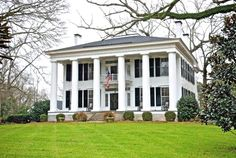 take away two of the columns and it would be an exact replica of my houseeee <3