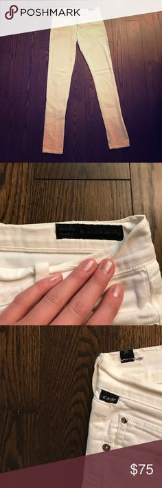 CITIZENS OF HUMANITY White Avedon Skinny Jeans Crisp white Avedon full length jeans. Preowned great condition. Just too small for me now. Citizens Of Humanity Jeans