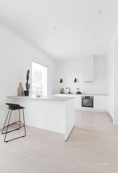 kitchen, modern kitchen, scandinavian kitchen, white kitchen - Home Decor Home Decor Kitchen, Scandinavian Kitchen, Kitchen Remodel, Kitchen Decor, Home Kitchens, Kitchen Layout, Modern Kitchen Design, Minimalist Kitchen, Kitchen Renovation