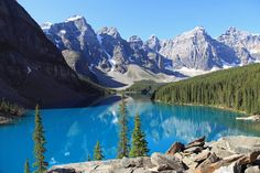 beautiful moraine lake in banff national park alberta canada Canada Facts For Kids, Fun Facts About Canada, Banff National Park, National Parks, Trekking, Peter Lik Photography, World Travel Guide, Canadian Rockies, Camping