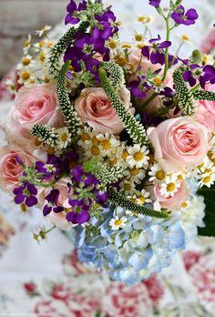 Flower Centerpieces, Flower Arrangements, Tea Tins, Porch, Floral Wreath, Tables, Wreaths, Table Decorations, Flowers