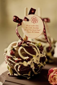 24 Chic Wedding Favors for Your Guests.Send guests off with one last token of your appreciation with these super creative ideas for picking and creating amazing wedding favors they won't want to leave behind. Take a look and get inspired! All You Need Is, Just In Case, Chocolates, Caramel Candy, Caramel Apples, Chocolate Apples, White Chocolate, Gourmet Apples, Gourmet Candy