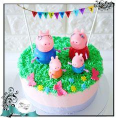 Peppa Pig Buttercream Cake - WhiteSpatula - 1