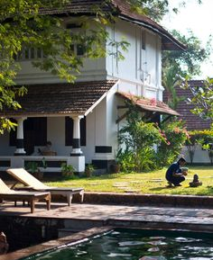 Keralathinde Veedu (House of Kerala, India) Kerala Traditional House, Traditional Homes, Cochin, Kerala Architecture, White Exterior Houses, Colonial, Indian Interiors, Kerala House Design, Kerala Houses
