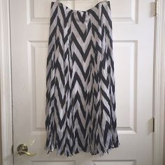 Dressbarn Black & White Chevron Pattern Skirt This skirt is NWT. Black &a white. Perfect condition. Size Large. Dress Barn Skirts