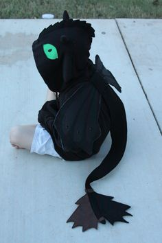 How to Train your Dragon - Toothless costume- ahhhh so cute Toothless Costume, Toothless Dragon, Dragon Costume, Toothless Hoodie, Dragon Tail, Dragon Birthday Parties, Dragon Party, How To Train Your, How Train Your Dragon