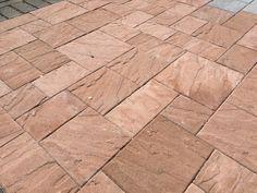 Profiloitu pinta, roomalaiset kivet, sävy hiekanruskea www.rudus.fi/pihakivet