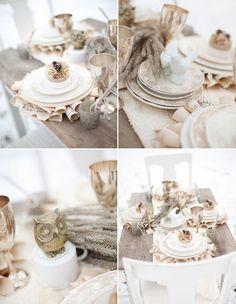 une belle déco mariage en blanc et crème sur la table en bois