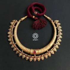 Antique Jewellery Designs, Gold Jewellery Design, Indian Gold Necklace Designs, Gold Wedding Jewelry, Gold Jewelry Simple, Rajputi Jewellery, Gold Polish, Prom Necklaces, Chokers