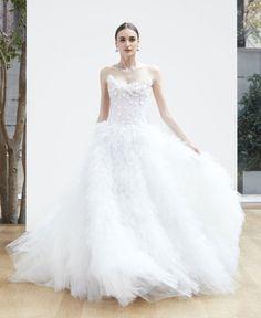 свадебное платье с корсетом и пышной юбкой Oscar de la Renta Spring 2018