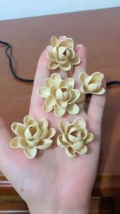 Paper Flowers Craft, Flower Crafts, Fabric Flowers, Pista Shell Crafts, Walnut Shell Crafts, Diy Crafts For Gifts, Creative Crafts, Paper Flower Tutorial, Seashell Crafts