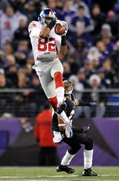 Giants vs. Ravens: WR Rueben Randle makes a flying catch during the game.