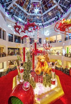 "Christmas at Aventura Mall in Miami, Florida (2015). Read about ""Dreamland"" on Somewhere Luxurious, travel blog."