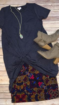 """LuLaRoe Carly dress knotted over a Cassie skirt"" Without the obnoxiously Long shirt tho Look Fashion, Fashion Outfits, Womens Fashion, Spring Summer Fashion, Winter Fashion, Elegante Y Chic, The Cardigans, Casual Outfits, Cute Outfits"