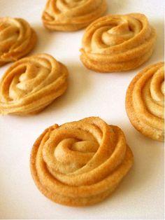 サクッと香ばしい❀きなこクッキー サクッと香ばしい❀きなこクッキー 【10.8.27 100人話題入り✿】 きな粉の香ばしいクッキーです♡ ついつい手がのびちゃう美味しさ(✿´∀`✿) チャチャ夕紀 チャチャ夕紀 材料 薄力粉 70g きな粉 10g 砂糖・サラダ油(バター)・牛乳 各30g