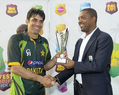 West Indies v Pakistan 5th ODI: President of the West Indies Cricket Board, Dave Cameron, presents Misbah-ul-Haq with the series trophy.
