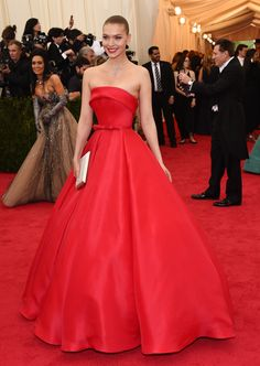 Arizona Muse in Ralph & Russo Haute Couture, Just need to fix the top with a proper length and a shrug with sleeves?